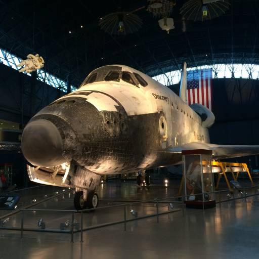 Regressou à Terra a nave espacial Discovery com cinco tripulantes a bordo