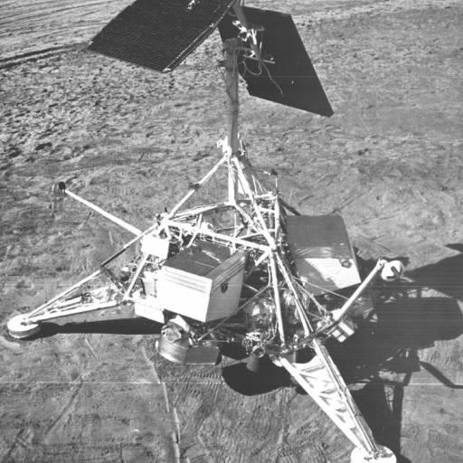 A sonda espacial americana Surveyor 7 chegou à superfície lunar