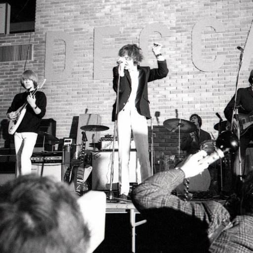 Foi lançado o primeiro single da lendária banda Rolling Stones