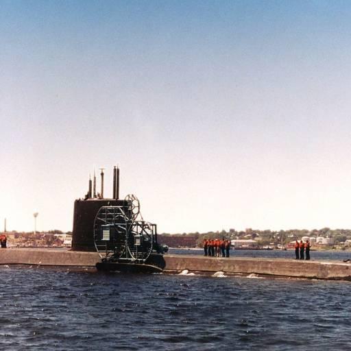 Foi lançado o primeiro submarino nuclear, USS Nautilus
