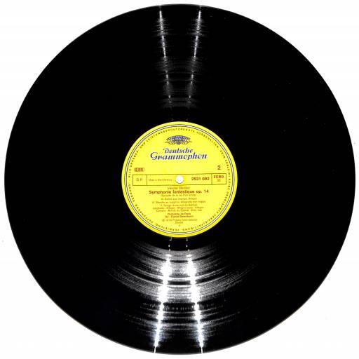 O LP foi apresentado pela Columbia Records