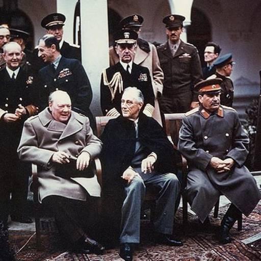 Deu-se início à conferência de Ialta (Crimeia)