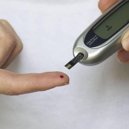 Leonard Thompson, um rapaz de 14 anos, foi a primeira pessoa a ser tratada com insulina para os diabetes