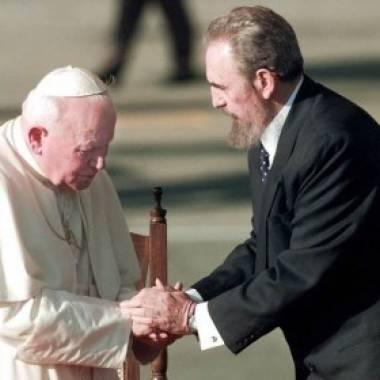Ocorreu a entrevista histórica no Vaticano, entre o papa João Paulo II e Fidel Castro