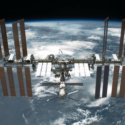 A primeira tripulação chegou à Estação Espacial Internacional