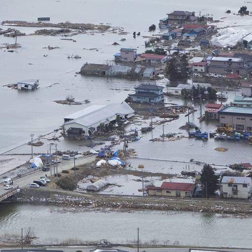 Tsunami devastou a costa leste do Japão