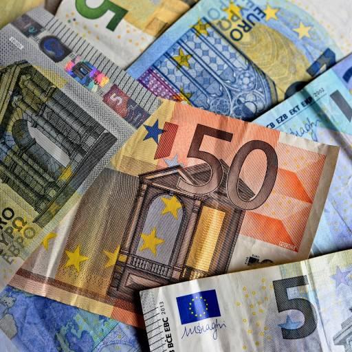 Foi criado pela primeira vez dinheiro feito de papel