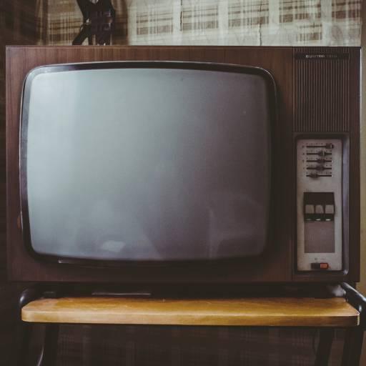 Ocorreu a primeira transmissão de televisão a cores