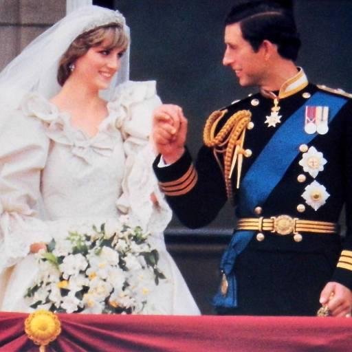 O príncipe Carlos e a princesa Diana formalizaram o divórcio