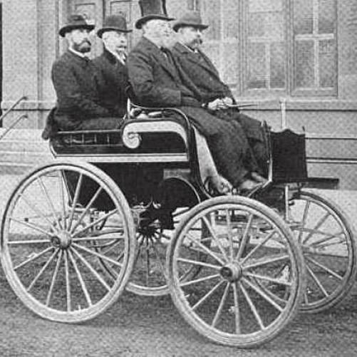 Londoner General Accident Corporation ofereceu aos seus clientes o primeiro seguro de veículos