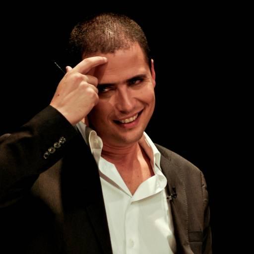 Nasceu o humorista Ricardo Araújo Pereira