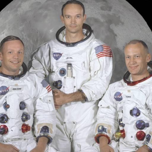 A nave espacial Apolo XI entrou em órbita ao redor da Lua