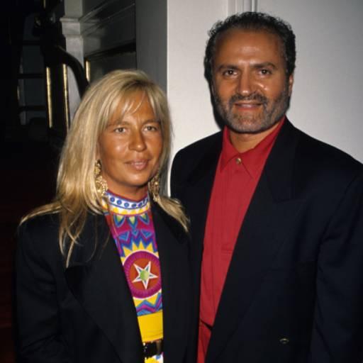 Nasceu o estilista Gianni Versace
