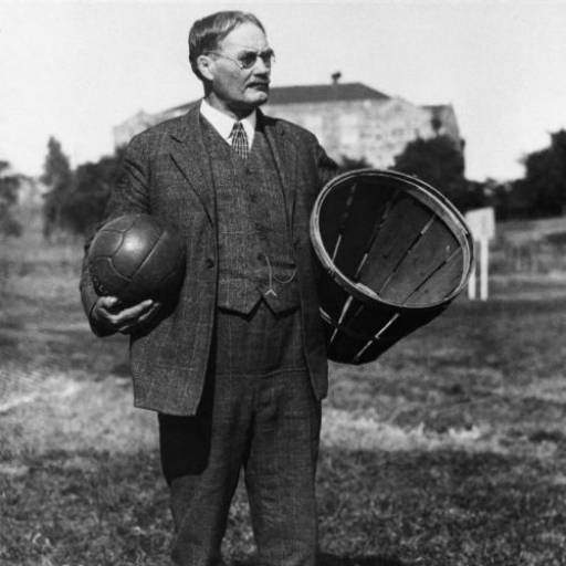 James Naismith inventou o basquetebol