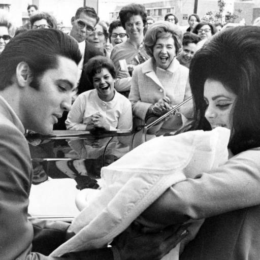 Elvis Presley e Priscilla divorciaram-se