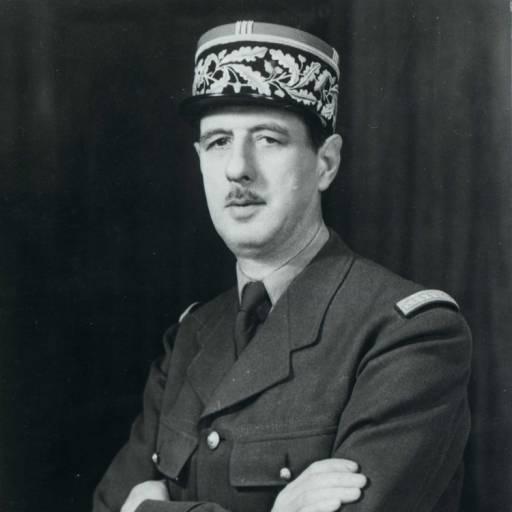 O Governo de Vichy condenou à morte, por rebeldia, o general Charles De Gaulle