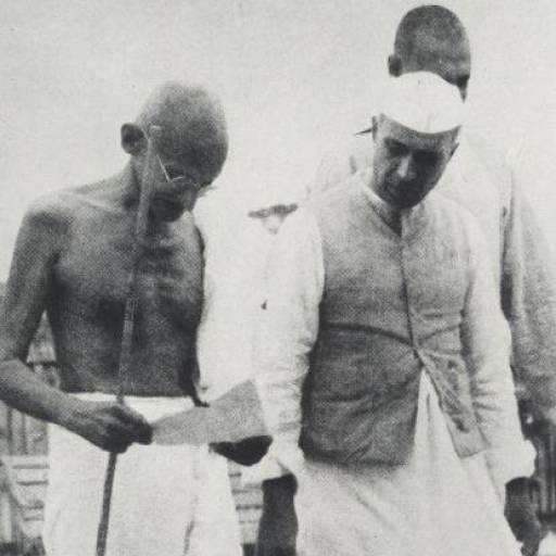 Mahatma Gandhi e Pandit Nehru exigiram no Congresso Indiano a retirada imediata das tropas britânicas
