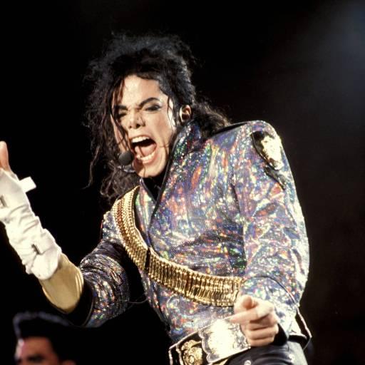 Lisa Marie Presley, filha de Elvis Presley, e o cantor Michael Jackson divorciaram-se