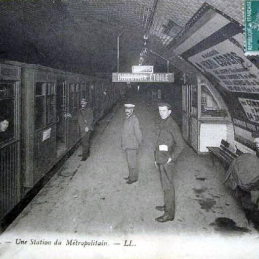 O metro de Paris foi inaugurado
