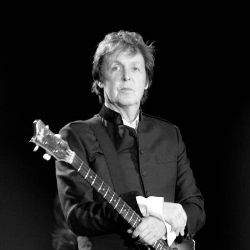 Nasceu o cantor Paul McCartney