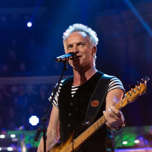 Nasceu o cantor Sting
