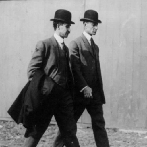 Os Irmãos Wright atravessam pela primeira vez o espaço aéreo europeu
