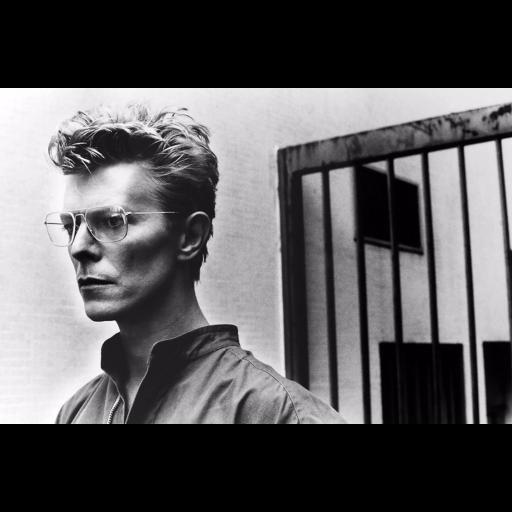 Nasceu o músico David Bowie