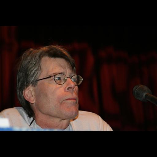 Nasceu o escritor Stephen King
