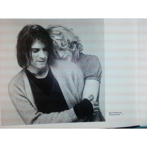 Kurt Cobain e Courtney Love casaram-se