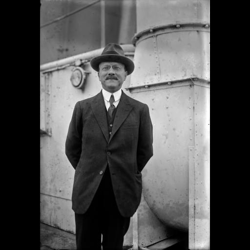 Nasceu o engenheiro André Citroën