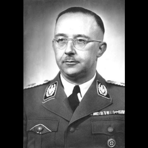 Heinrich Himmler, chefe das SS e da Gestapo, assumiu o comando dos campos de concentração