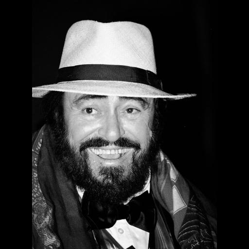 Nasceu o cantor Luciano Pavarotti