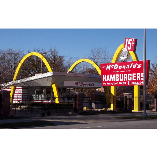 Nasceu Richard McDonald, criador da rede de restaurantes McDonald's